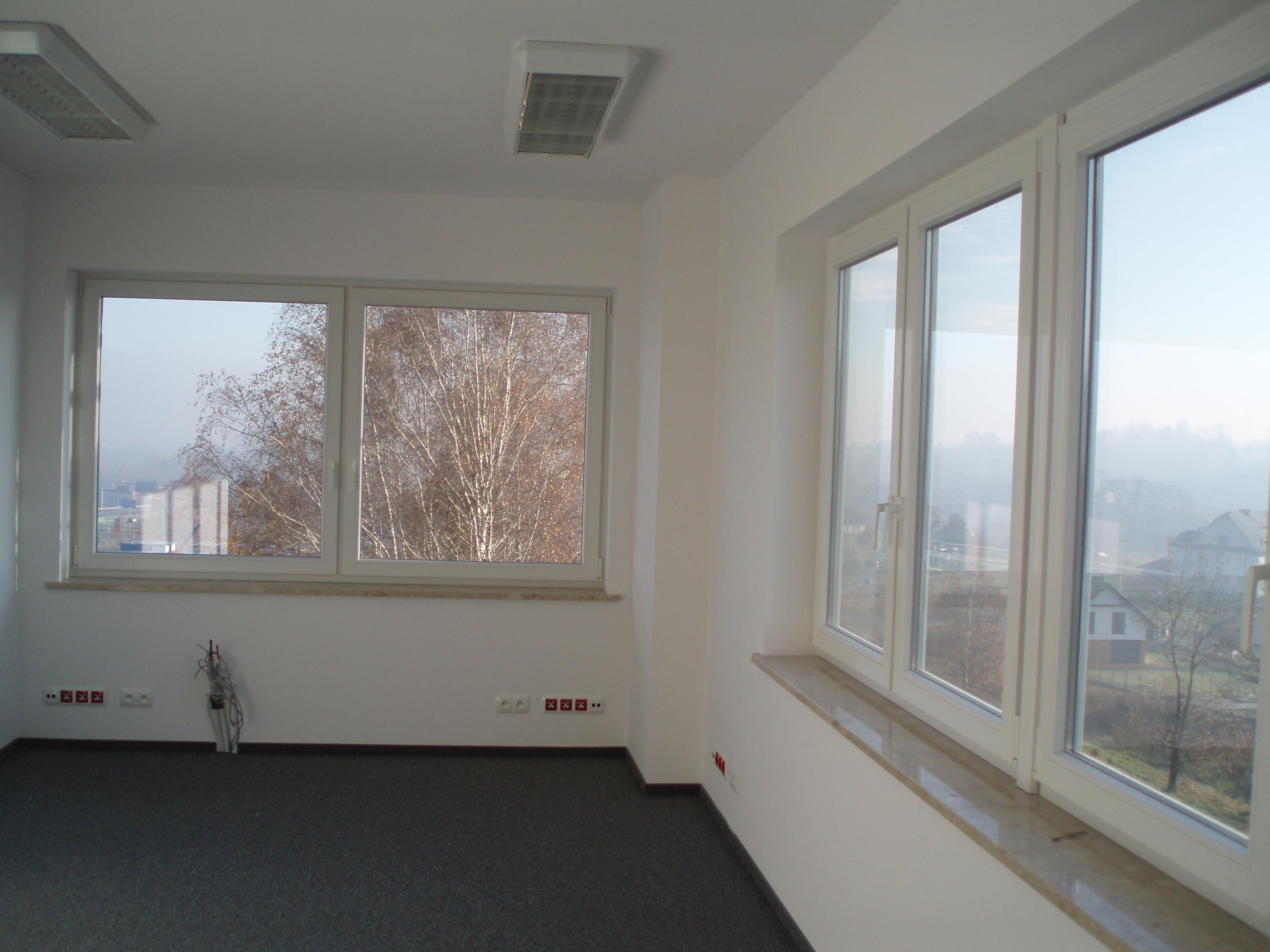 http://biznesparkwielicka.pl/uploads/images/biura/PB160257.JPG